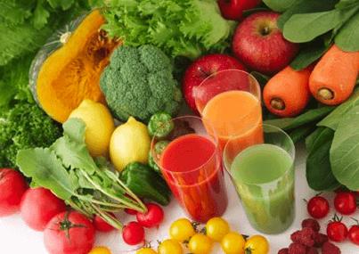 Največ vitamina C vsebujejo paprike, peteršilj, brokoli, brstični ohrovt in špinača ter seveda tudi limone in pomaranče.